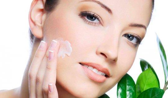 Cách làm trắng da mặt sau sinh bằng kem