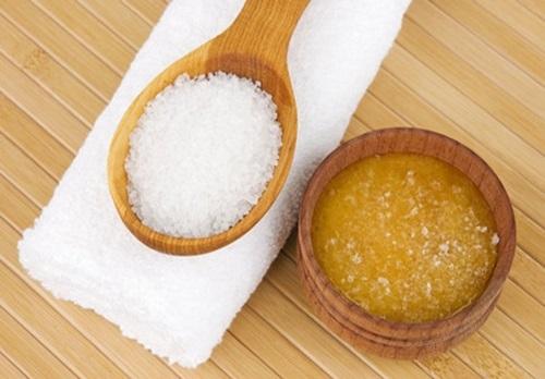 Tẩy lông nách bằng mật ong và đường