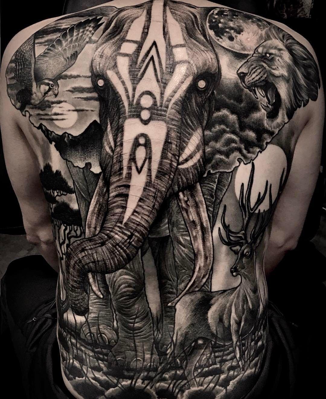 hình xăm voi ở lưng