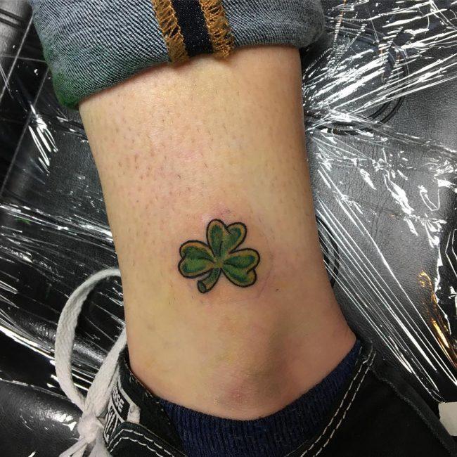 các tattoo cỏ 3 lá
