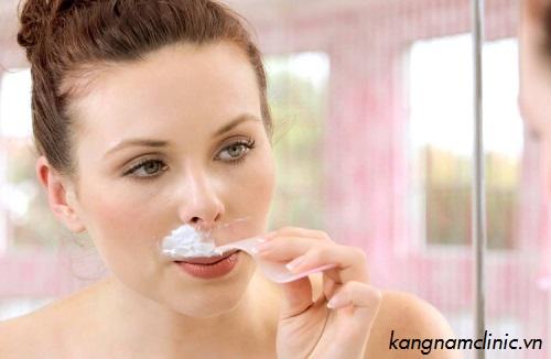 Tẩy ria mép bằng kem đánh răng