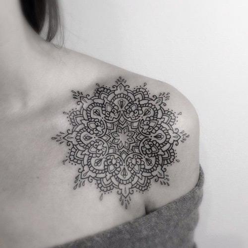 hình xăm hoa văn đẹp ở lưng