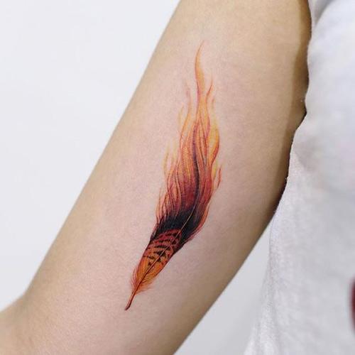 hình xăm ngọn lửa lông vũ