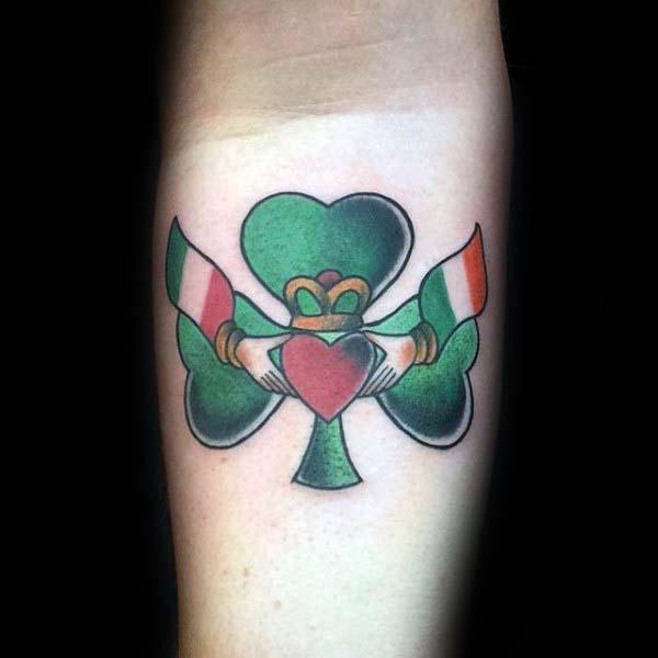 mẫu tattoo cỏ 3 lá