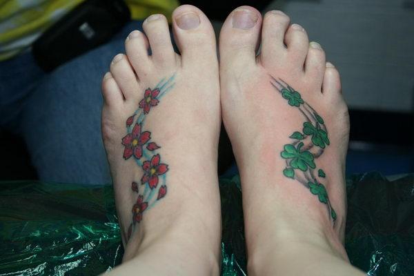 tattoo cỏ ba lá ở chân