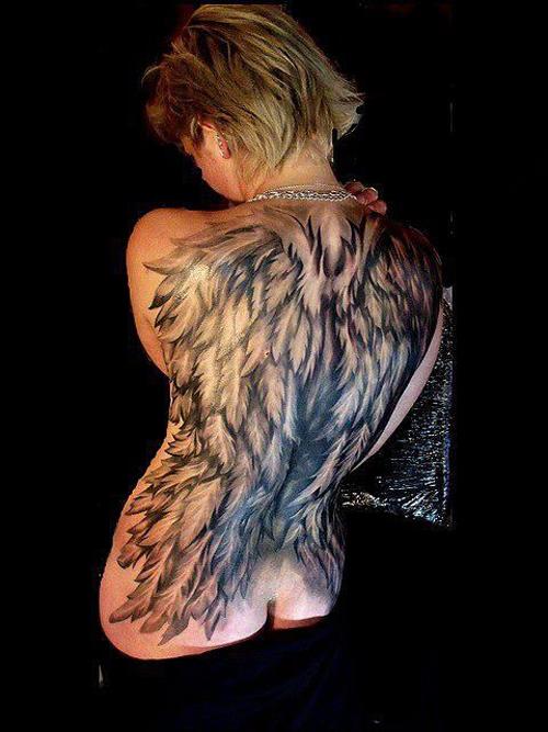 hình xăm thiên thần sau lưng