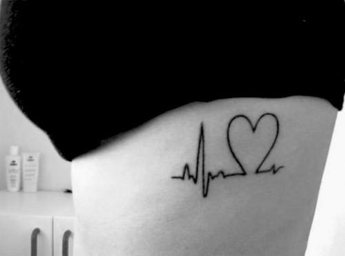 hình xăm trái tim chảy máu
