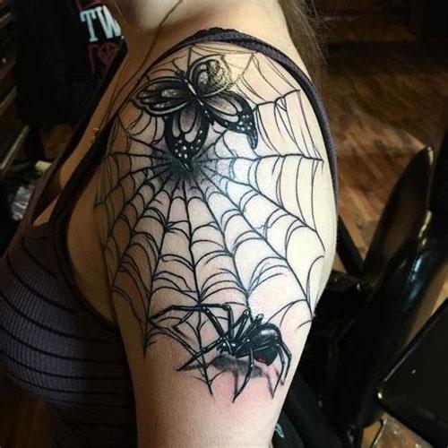 hình xăm nhện trên vai