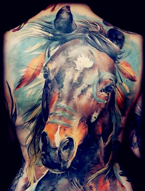 hình xăm móng ngựa
