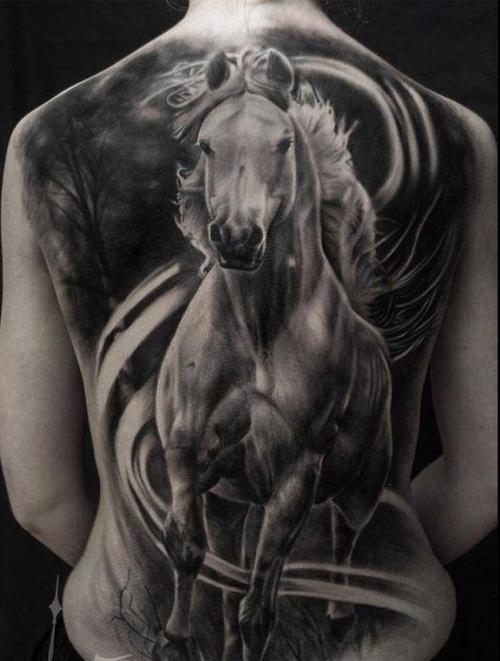 ý nghĩa hình xăm móng ngựa