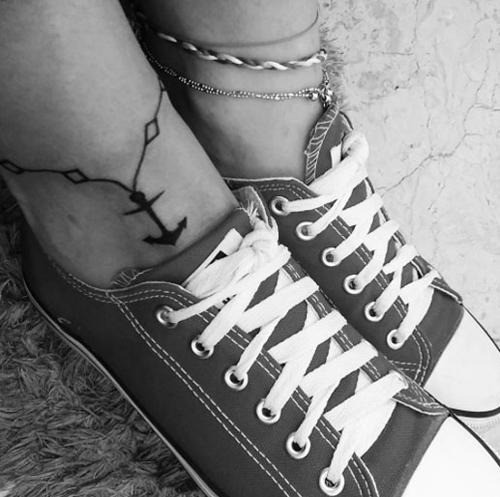hình xăm lắc chân mỏ neo